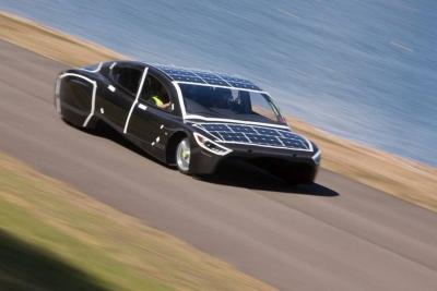 Violet, l'auto fotovoltaica che entra nel Guinness World Record